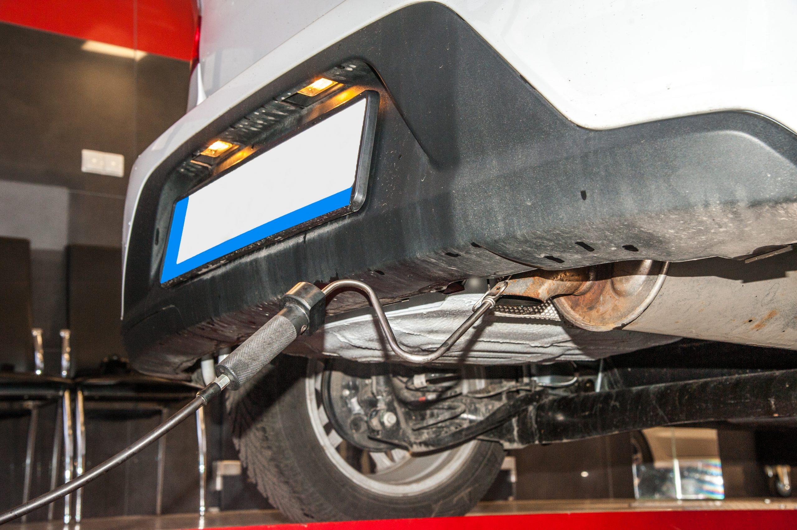 Car,Diagnostic,/,Exhaust,Gas,Measurement,At,A,Diagnostic,Station